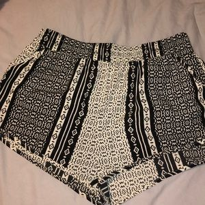 Black and White Design Shorts, Rush, Size Medium